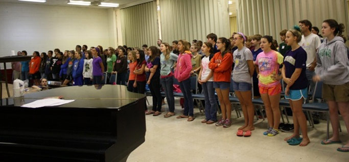 Participants sing during worship at the Middle School Retreat.