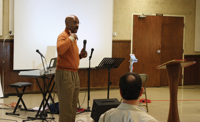 Ertell M. Whigham Jr., lead facilitator for the Credentialed Leaders Consultation on Developing Intercultural Competence, guides the conversation. He serves as a coach and administrator for Mennonite Church USA's Intercultural Development Inventory. Photo: Jon Trotter