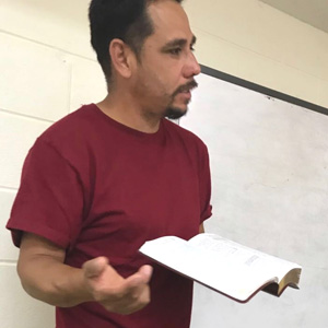 Pastor Armando Sanchez leads a weekly Bible study at Iglesia Enciende una Luz and Iglesia Shalom.