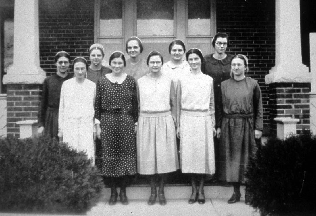 Marie Blosser's Sunday school class at Weavers Mennonite Church, 1932. Gail Trissel photo